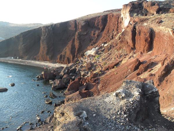 Spektakuläre Felsen und Strände auf Santorini