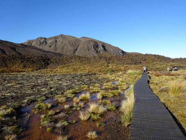 Wandern durch Vulkanlandschaft