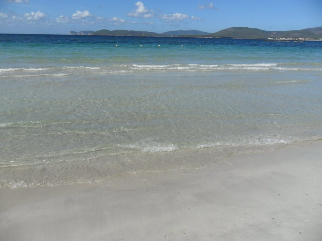 Strand von Alghero auf Sardinien