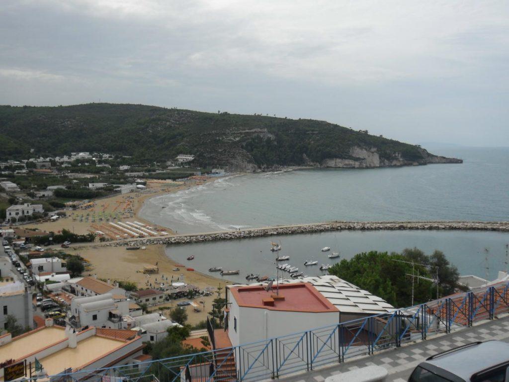 Strand von Peschici in Apulien