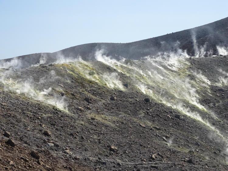 Dampfender Vulkan