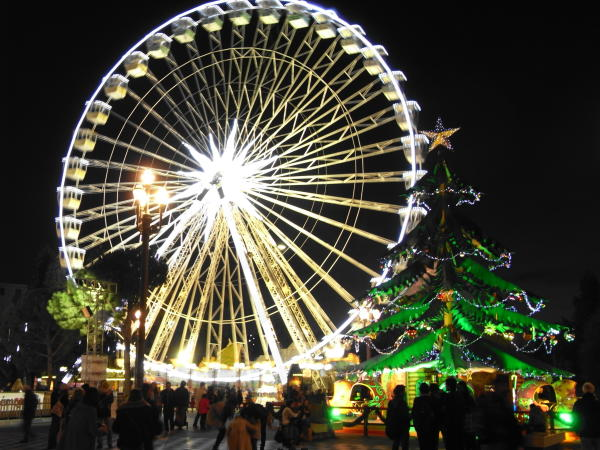 Riesenrad und Weihnachtsmarkt Nizza