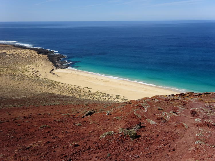 Blick vom Montaña Bermeja auf Playa de las Conchas