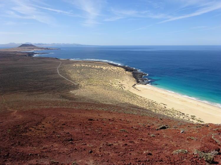 Blick vom Montaña Bermeja auf La Graciosa