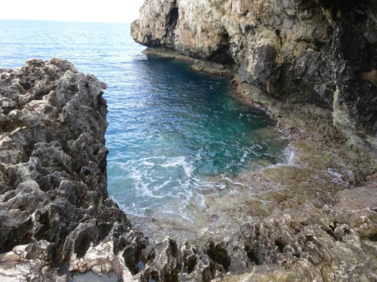 Eingang zur Höhle bei Ayioi Anargyroi