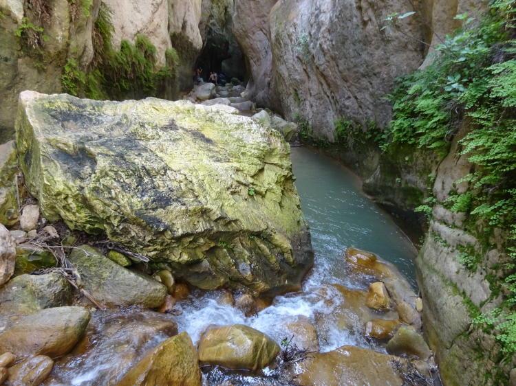 Kletterei über glitschige Steine - Avakas-Schlucht